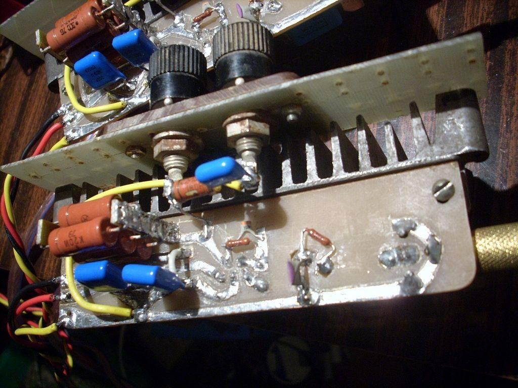 Да, кстати.  У автора на его схеме в байпасе LOW ESR конденсаторы.  Насколько я помню из обсуждений по LM3886...