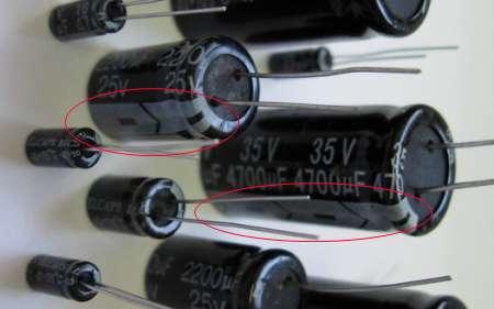 ...показано минус конденсатора, соответствеено второй провод ето + на схеме показано наоборот не минус а плюс.