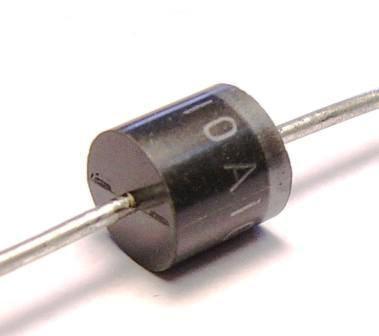 В таком корпусе на 10 ампер очень трудно найти.  На такой большой ток диоды выпускаются в корпусе TO220/2.