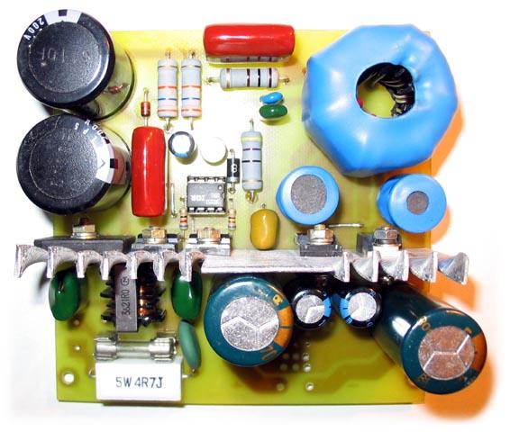 Сначала идут резисторы для плавной зарядки конденсаторов делителя, потом...