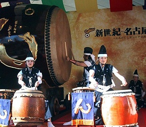800px-giant_taiko_drum_nagoya.jpg