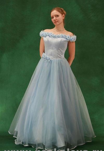 Вечерние свадебные исторические и бальные платья напрокат.